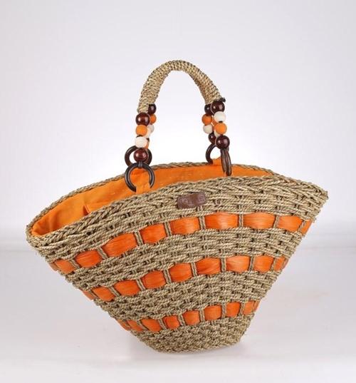 Košík zo sušenej morskej trávy a kukuričnej slamy Kbas s ozdobnými rúčkami oranžový