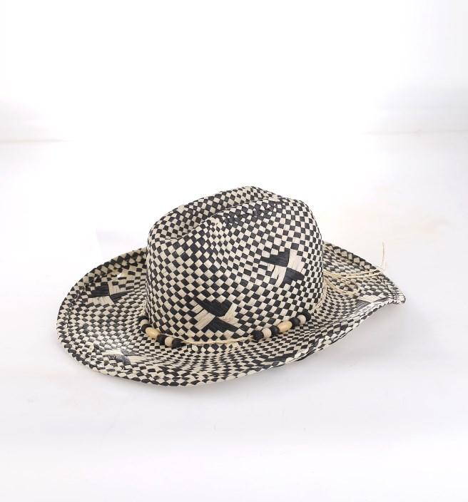2e9101da7 Dámsky klobúk zo syntetickej rafie Kbas s korálkami čierno-biely