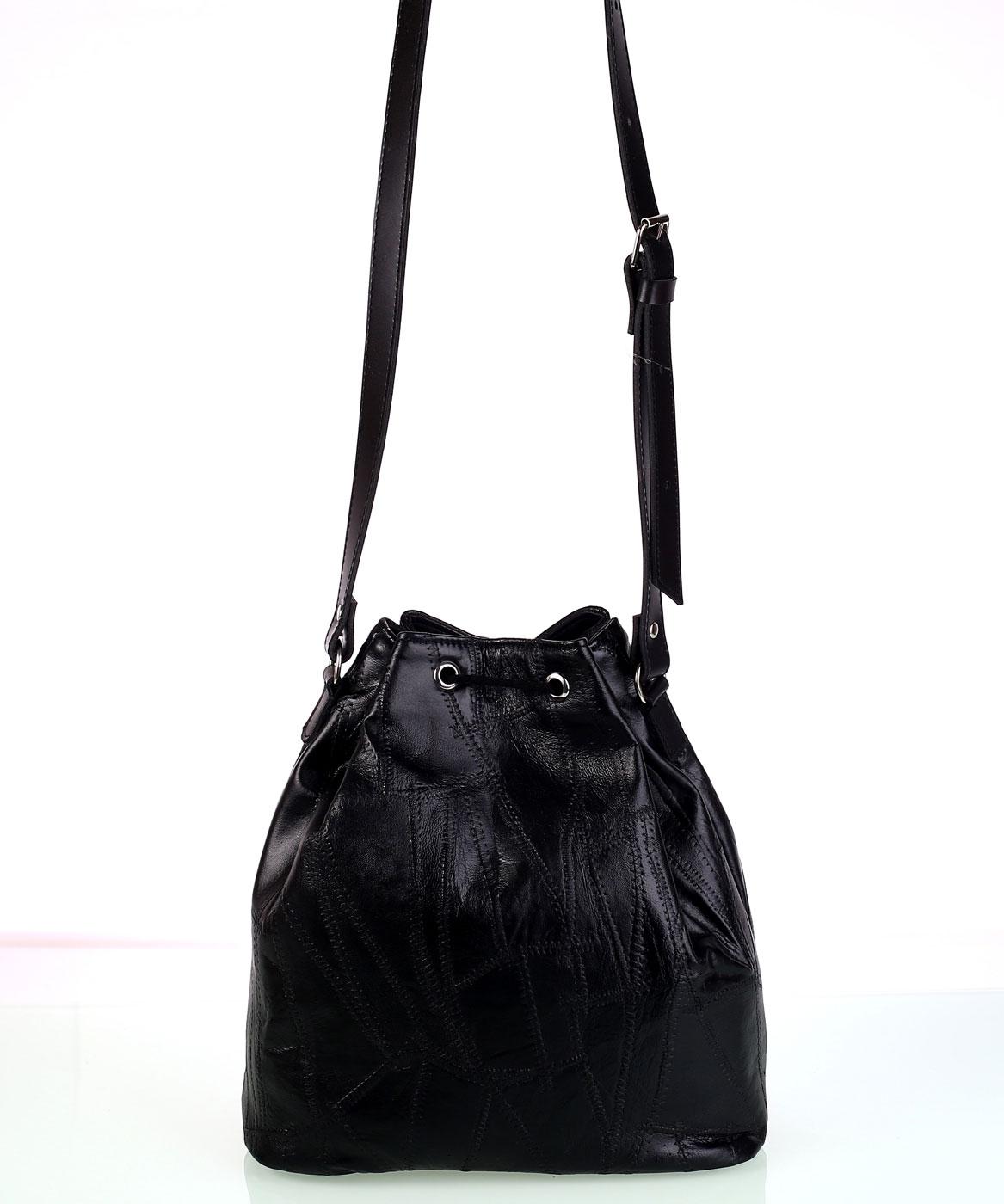 Dámska kožená kabelka cez rameno Kbas so sťahovacím zapínaním čierna 7c98c32b8c6