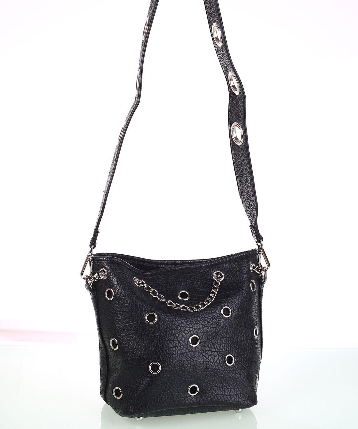 99726bdc9 Dámska kabelka cez rameno Kbas s ozdobnými cvokmi a retiazkou čierna ...