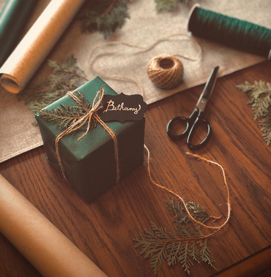 Kreativní Vánoce: Jak originálně zabalit dárky?