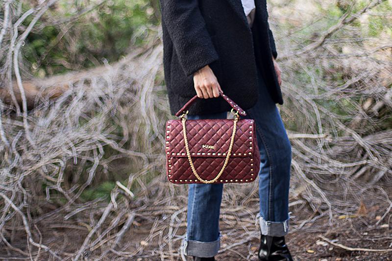 Dámská kabelka eko kůže Kbas s prošíváním a ozdobným řetízkem granátová