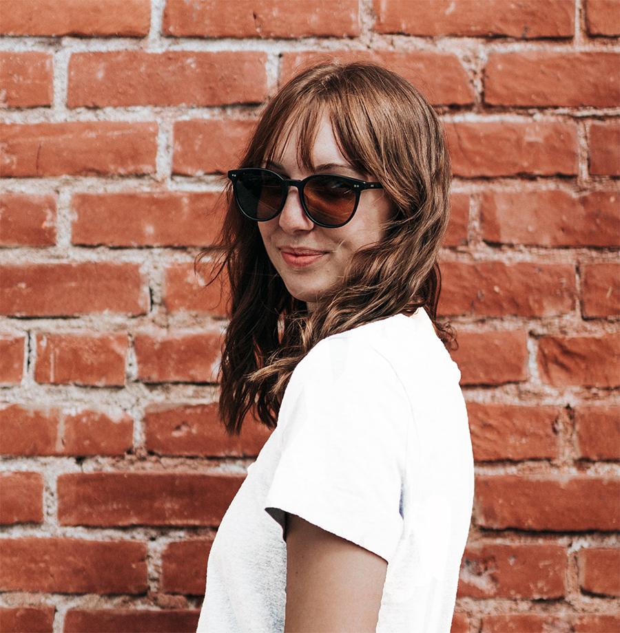 A ruhatár alapja: fehér póló hatféleképpen