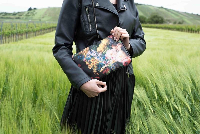 Listová kabelka Kbas s potlačou kvetov