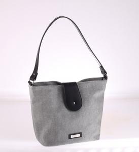 Elegatná kabelka z PVC Kbas s čiernym zapínaním strieborná 085649PL
