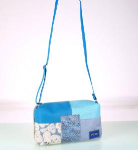 Kabelka cez rameno Kbas z plátna a PVC s patchworkom modrá 085704