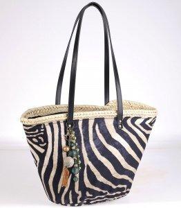 Coșuleț din fibre de paie Kbas cu model zebra și pandantiv 085709