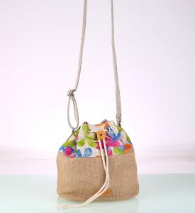 Kabelka cez rameno z plátna a juty vo forme batohu kvetinová 085732