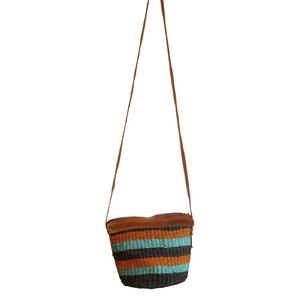 Dámska kabelka cez rameno z palmovej slamy Kbas Keňa s pásikmi farebná malá 087206-4