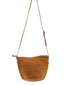 Dámska kabelka cez rameno z palmovej slamy Kbas Keňa s koženým popruhom 087211-1
