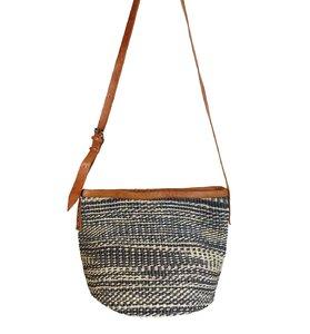 Dámska kabelka cez rameno z palmovej slamy Kbas Keňa so vzorom 087239-3