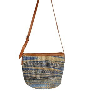 Dámska kabelka cez rameno z palmovej slamy Kbas Keňa modrá 087239-4