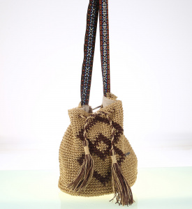 Kabelka cez rameno zo syntetickej rafie Kbas vo forme batohu krémová 112707C