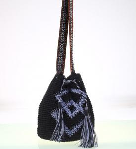 Kabelka cez rameno zo syntetickej rafie Kbas vo forme batohu čierna 112707N