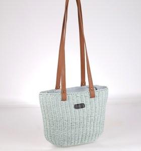Malá taška zo syntetickej rafie Kbas s dlhými koženými ramienkami modrá 285604AQ