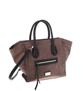 Elegantná kabelka z eko kože Kbas s vonkajším vreckom svetlohnedá