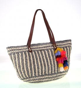 Dámska taška zo syntetickej rafie Kbas s príveskom farebnými strapcami šedo-krémová