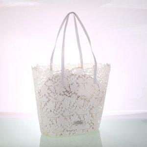 Dámska čipkovaná taška Kbas biela 308812BL