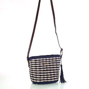 Dámska taška cez rameno zo syntetickej rafie Kbas so strapcom a koženým popruhom modrá 327801AZ