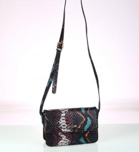 Dámska kabelka cez rameno z PP Kbas hadí vzor čierna 338701N