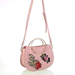 Dámska koženková taška cez rameno s kvetinovými nášivkami Kbas ružová 346809RS