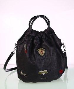 Dámska kabelka eko koža Kbas s okrúhlymi rúčkami a nášivkami čierna